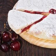 Сладкий пирог с грушей и вишней Фото