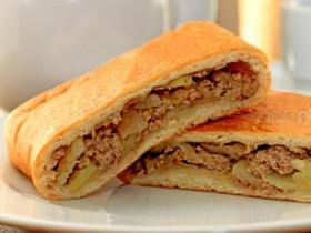 Пирог сдобный со свининой и картошкой - Фото