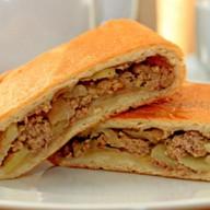 Пирог сдобный со свининой и картошкой Фото