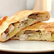 Пирог сдобный с курицей и картошкой Фото