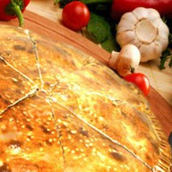 Закрытая пицца с курицей Фото
