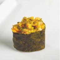Гункан с чукка салатом и креветкой Фото
