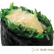 Гункан с водорослями чукка Фото