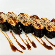 Ассорти из запеченных суши Фото