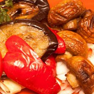 Барбекю с овощами и шампионами Фото