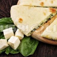 Осетинский с сыром и шпинатом Фото