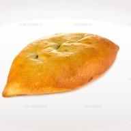 Пирожок с картофелем и луком Фото