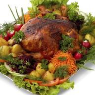 Цыпленок тапака с овощами гриль Фото