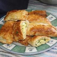 Пирожки слоеные с луком и яйцом Фото
