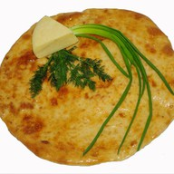 Осетинский пирог с сыром и зеленым луком Фото