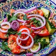 Традиционный грузинский салат Фото
