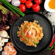 Вок рис с креветками Фото