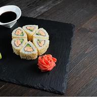 Ролл с лососем в кунжуте Фото