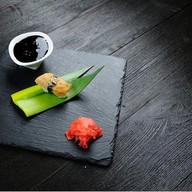 Суши с омлетом томаго Фото
