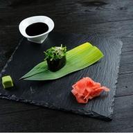 Гункан с чуккой и ореховым соусом Фото