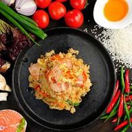 Вок рис с лососем Фото