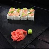 Ролл с острым лососем Фото