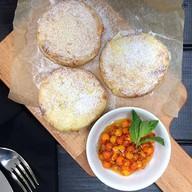 Сырники запеченные с грушей, с облепихой Фото