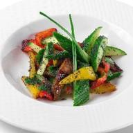 Легкий салат из свежих овощей Фото