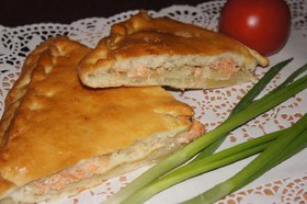 Пирог с горбушей и луком - Фото