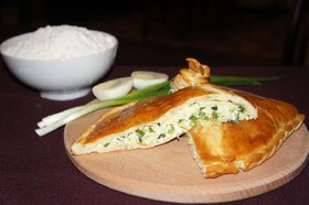 Пирог с луком и яйцом - Фото