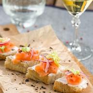 Брускетты с лососем и сливочным сыром Фото