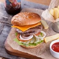 Фирменный бургер с сочной котлетой Фото