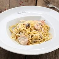 Спагетти с цыпленком и грибами Фото