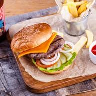 Бургер с фирменной сочной котлетой Фото