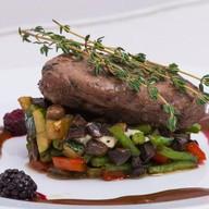 Турнедо из говядины на овощном рагу Фото