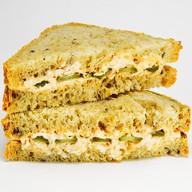 Сэндвич с курицей и соусом Чили Фото