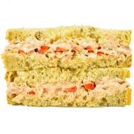 Сэндвич с тунцом и сладким перцем Фото