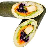 Суши-рап с курицей гриль и овощами Фото