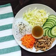 Салат с фунчозой и мясом Фото