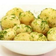 Картофель отварной с маслом и зеленью Фото