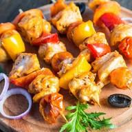 Куриный шашлычок с овощами на шпажке Фото