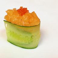 Green Day гункан со свежим лососем Фото