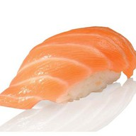 Суши с копченым лососем Фото