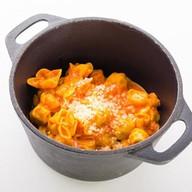 Тортеллини с индейкой в томатном соусе Фото