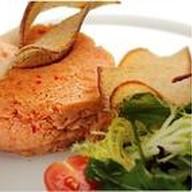 Тар-тар из лосося с миксом из салатных Фото
