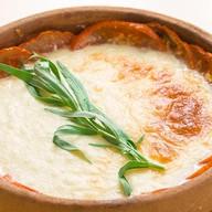 Жареный на кеци сыр сулугуни с томатами Фото