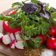Тарелка свежих овощей на одного Фото