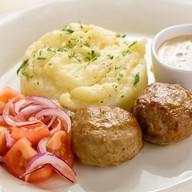 Мясные котлеты с картофельным пюре Фото