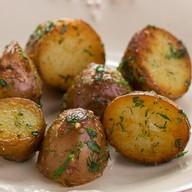 Молодой картофель с зеленью и чесноком Фото