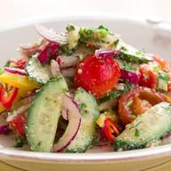 Тбилисский летний салат из свежих овощей Фото