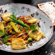 Судак с овощами в соусе чань юнь Фото