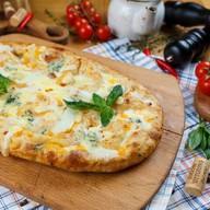 Римская пицца 4 сыра Фото