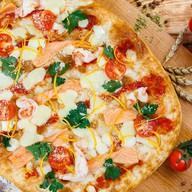 Римская пицца с подкопченной форелью Фото
