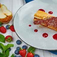 Торт медовый с брусничным кремом Фото