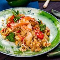 Рис малайзийский с курицей и креветками Фото